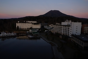 夕暮れの阿寒湖