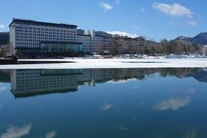阿寒湖、春の水面