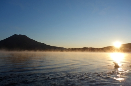 阿寒湖、真冬日の朝。