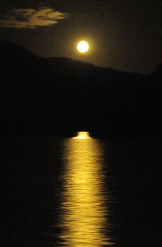 月夜の阿寒湖温泉