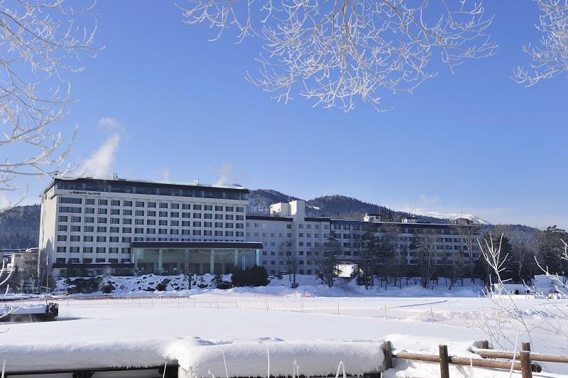 冬の阿寒湖とニュー阿寒ホテル