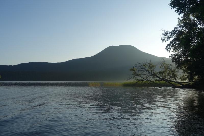 雄阿寒岳と阿寒湖